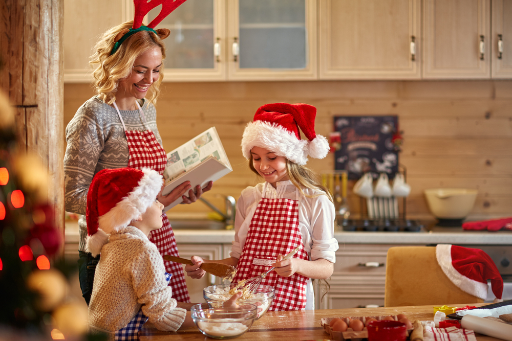 baking with kids at Christmas
