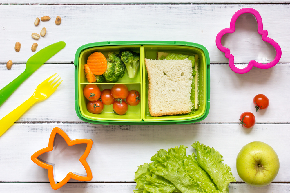 Divided tupperware lunchbox hack