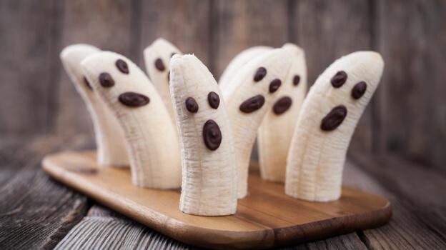 spooky bananas halloween snack