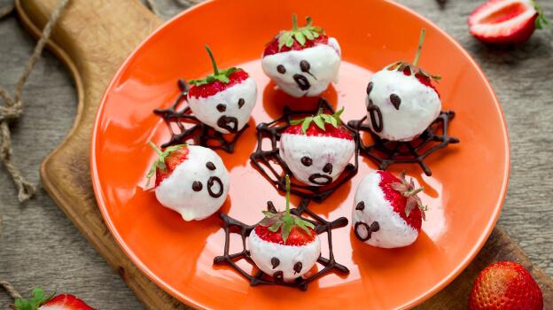 spooky strawberries halloween snack